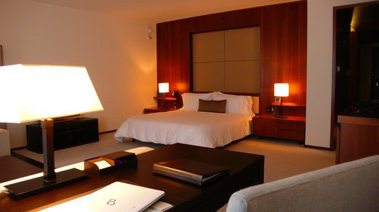 Langham Place, New York: Most spacios room in NYC?