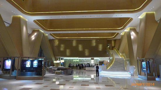Langham Place Guangzhou : The hotel lobby