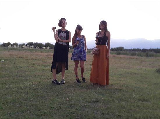 Tres Arbolitos: Friends enjoying