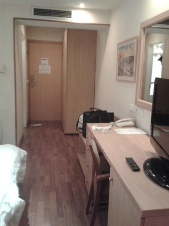 Athina Airport Hotel: Zimmer