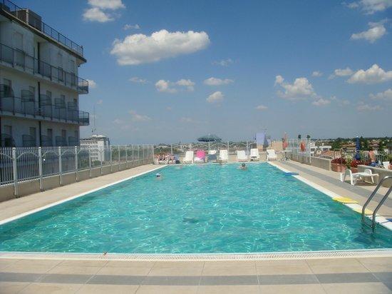 Hotel Alexander Palace: pool auf dem dach im 6.stock