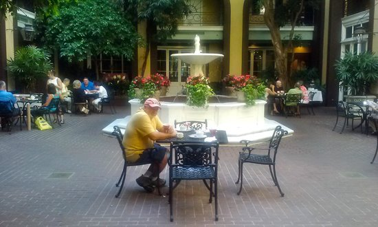 Hotel Mazarin: Courtyard and Buffet Breakfast