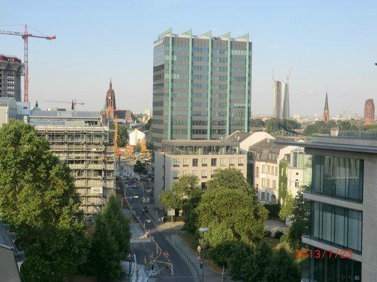 Adina Apartment Hotel Frankfurt Neue Oper: View from room