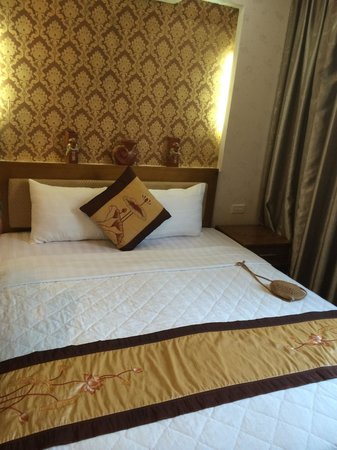 Tu Linh Palace Hotel 2: Bed