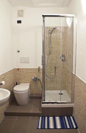 Abbey Hostel: bagno