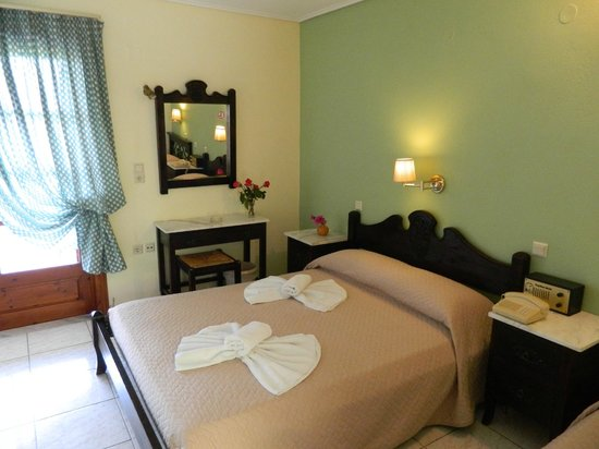 Daphne Hotel: room