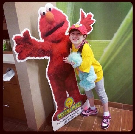 SpringHill Suites Philadelphia Langhorne: There is an Elmo to take pics with in the lobby!