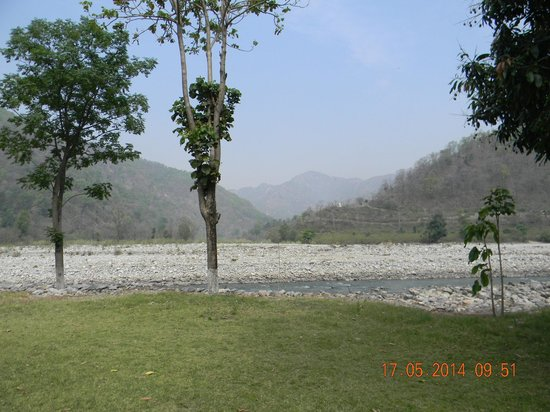WelcomHeritage Corbett Ramganga Resort : Lovely surroundings