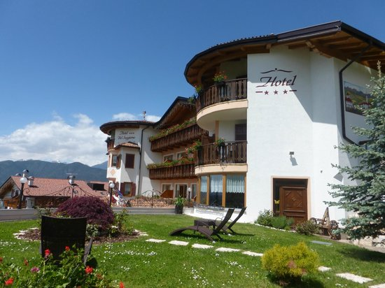 Hotel - Picture of Blumenhotel Belsoggiorno, Malosco - TripAdvisor