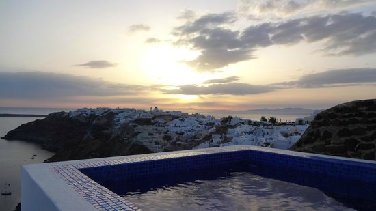 Ikies - Traditional Houses : view from the indoor/outdoor jacuzzi - sunset - Collector's House