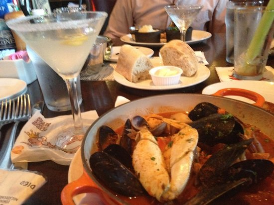 King's Fish House: Cioppino and drinks