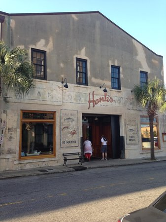 Hank's Seafood Restaurant : Don't judge a book by it's cover