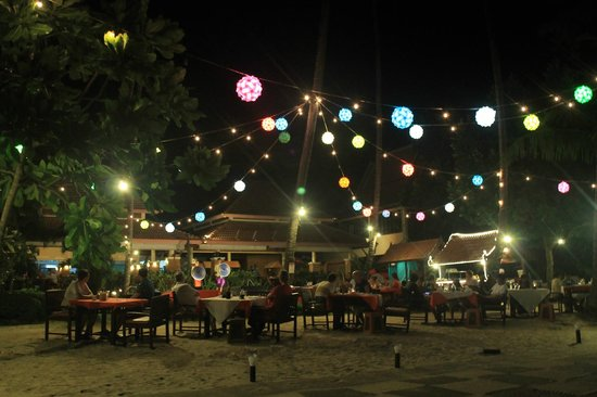 Koh Chang Paradise Resort & Spa: Restaurant unter freiem Himmel
