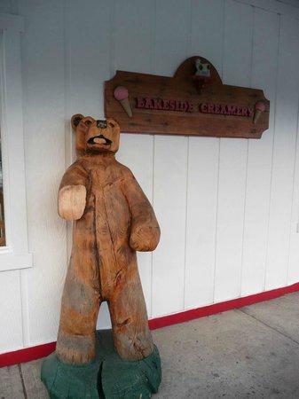 Lakeside Creamery : Love the Bear outside the Creamery