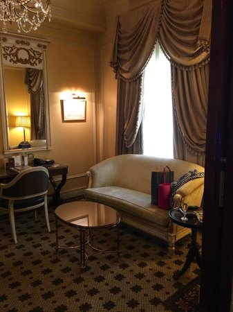 Hotel Grande Bretagne, A Luxury Collection Hotel: Deluxe Suite Lounge