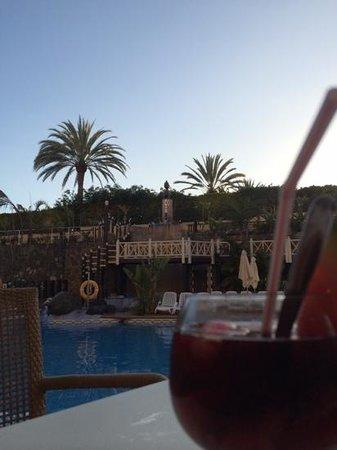 IFA Catarina Hotel: vue depuis le bar vers la piscine