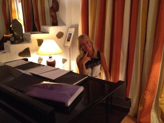 Playa de Santiago, สเปน: Die sehens- und hörenswerte Pianistin Anne-Tina