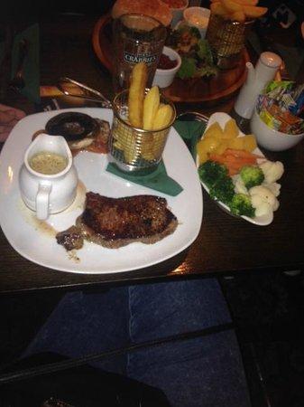 The Bull's Head Inn: sirloin steak with seasoned veg, unreal!