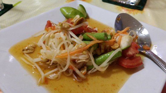 Tom Yum Thai Cooking School: Papaya Salad