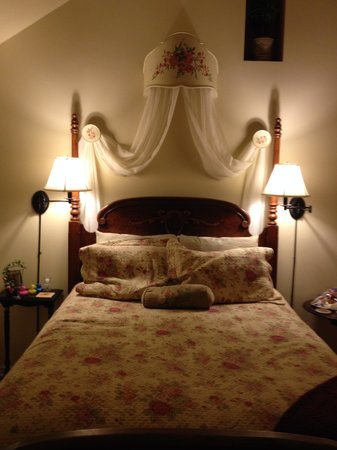 Rock Cottage Gardens Bed & Breakfast Inn: Comfortable, too!
