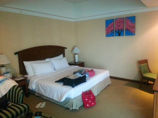 Baiyoke Sky Hotel: bed
