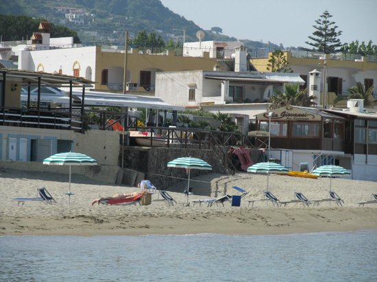 Hotel Zaro: Пляж у отеля