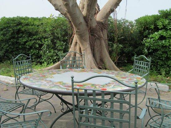 Hotel Zaro: За такими столиками хочется отдыхать всегда