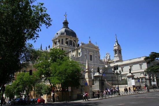 Catedral de Sta María la Real de la Almudena : Almudena Cathedral