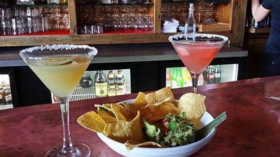 Zapoteca Restaurante & Tequileria: Margarita's with Guacamole