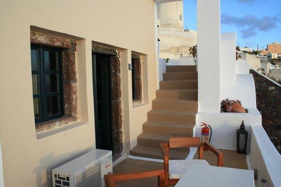 Afroessa Hotel: Las escaleras hacia el resto del hotel