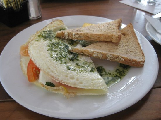 Di Zucchero Restaurant & Lounge: Egg White Caprese Omelett