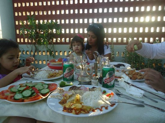 Hospedaje Ernesto Amador: Almorzando