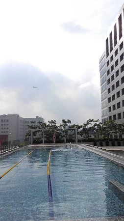 Silks Place Tainan: Air show while you are swimming!