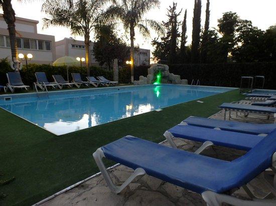 Estella Hotel Apartments: Pool area