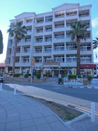 Estella Hotel Apartments: The hotel