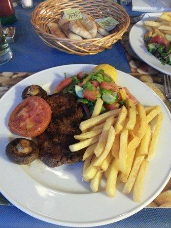 Estella Hotel Apartments: Great food