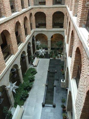 Parador de Turismo de La Granja: Interior Courtyard