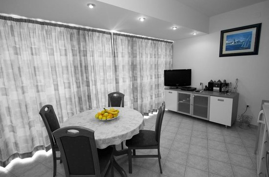 Apartments Maja: dinning