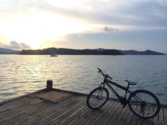 The Naka Island, A Luxury Collection Resort & Spa Phuket : Sunset at the pier