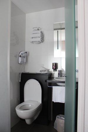 Hotel Ibis Styles Rennes Centre Gare Nord : bathroom