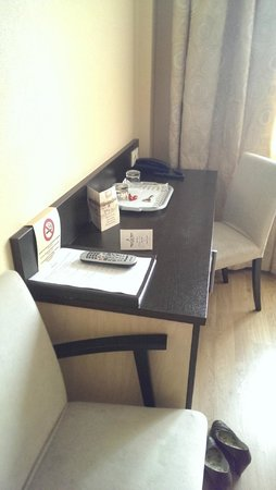 Rocca al Mare : Desk
