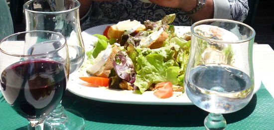 L'authentic: The goats cheese salad!