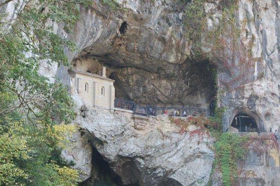 Santuario de la Virgen de Covadonga: Cueva de la santina