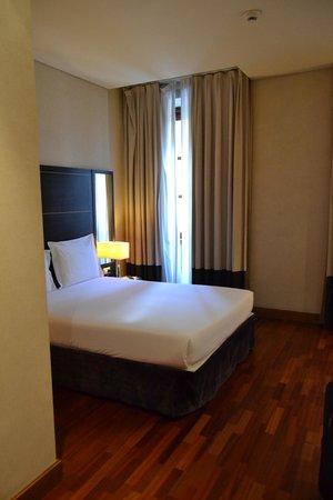 Pestana Vintage Porto : cama habitación queen size.