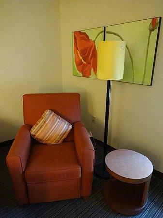La Quinta Inn & Suites Miami Cutler Bay: eine nett eingerichtete Sitzecke