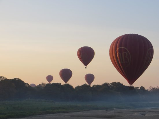 Balloons over Bagan: Gliding along the sandbanks