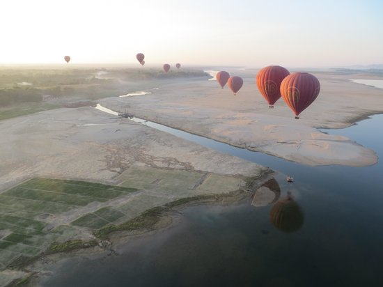 Balloons over Bagan: flying high