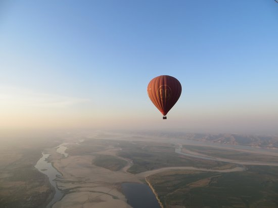 Balloons over Bagan: enjoy the view