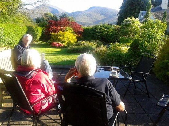 Mountain View Bed & Breakfast: sun downers with a picture perfect view