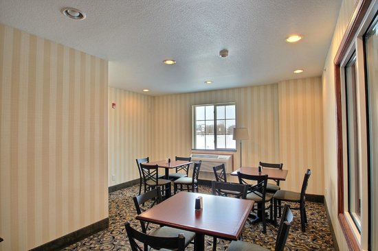 Cobblestone Inn and Suites Clintonville, WI: Breakfast Area